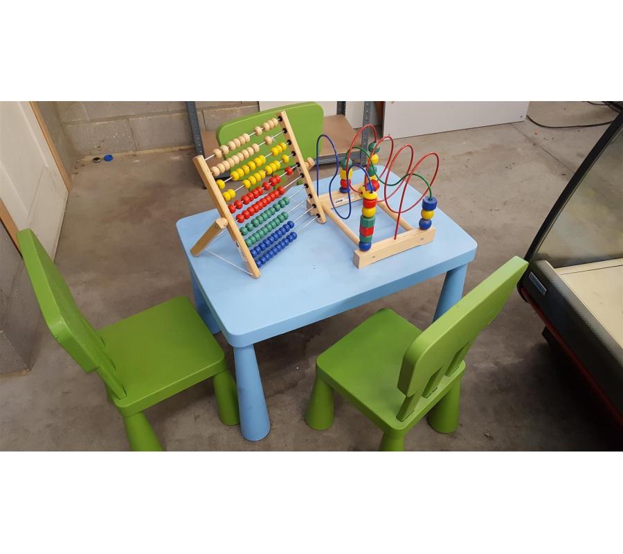 table de jeux ikea pour enfant 3 chaises. Black Bedroom Furniture Sets. Home Design Ideas