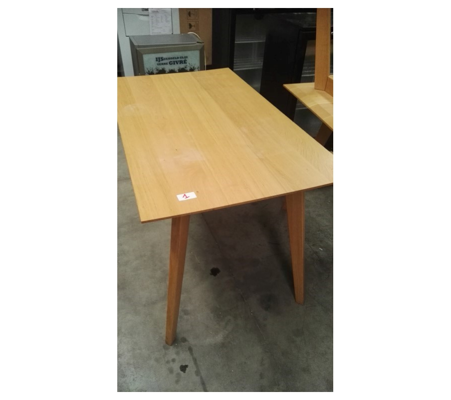 Tables en bois rectangulaire pour 4 personnes for Table 30 personnes