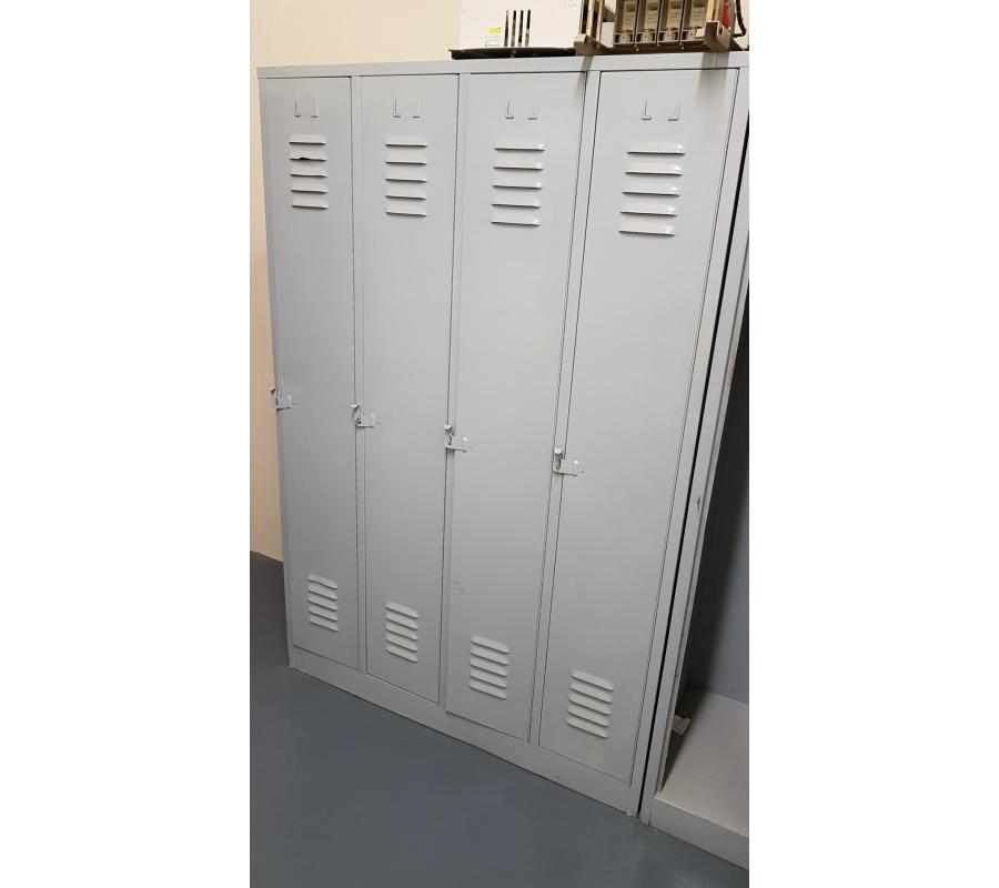 lot de 3 armoire vestiaire 4 portes m tallique gris. Black Bedroom Furniture Sets. Home Design Ideas